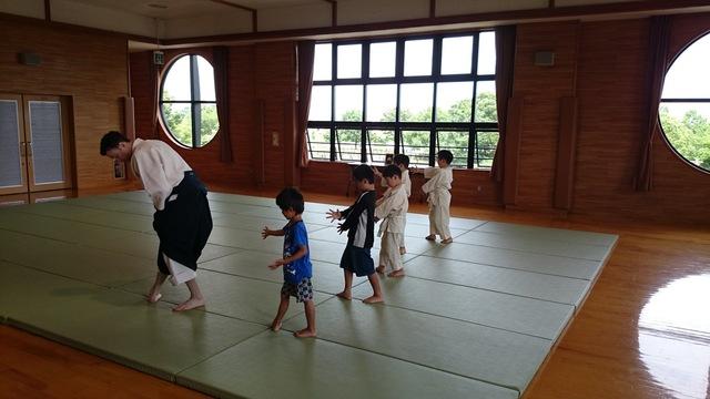 0626_少年部_摺り足の稽古.JPG