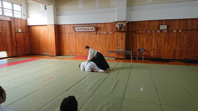 胸持ち二ヶ条抑え(一)5.JPG