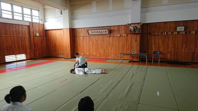 胸持ち二ヶ条抑え(一)6.JPG
